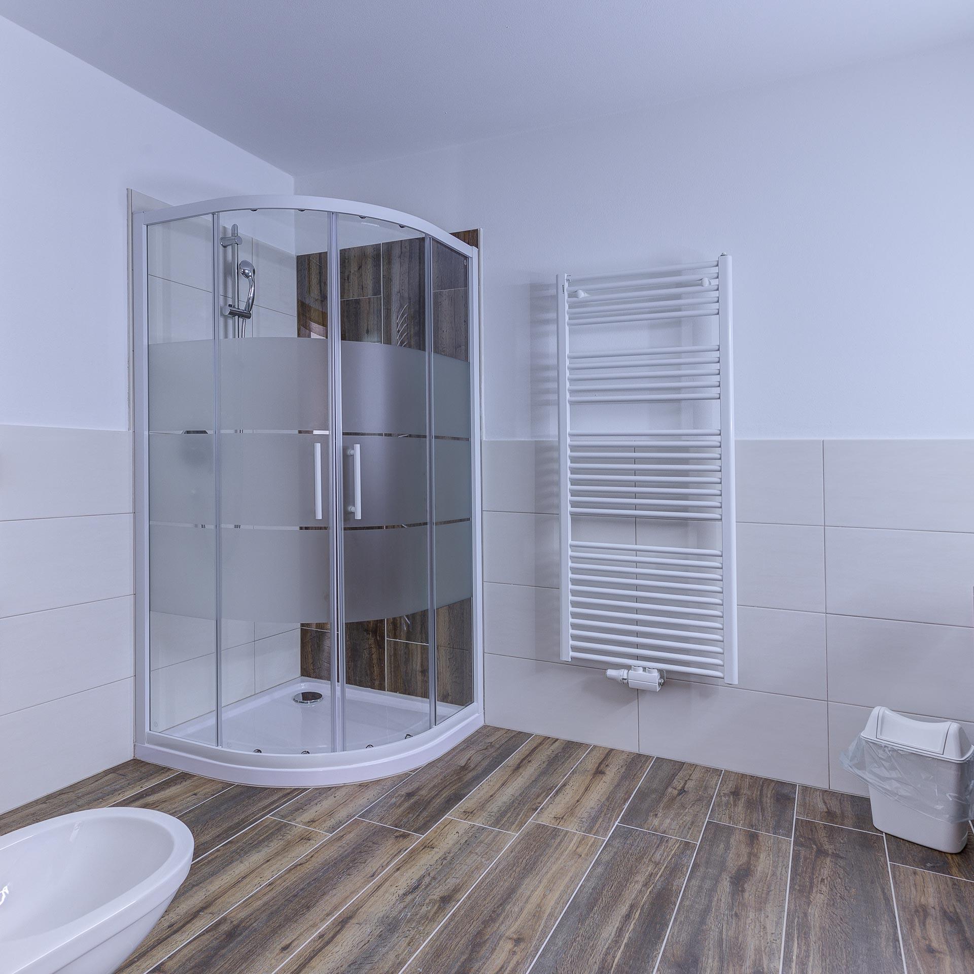 badezimmer dusche appartement mühlen sand in taufers pfarrwirt