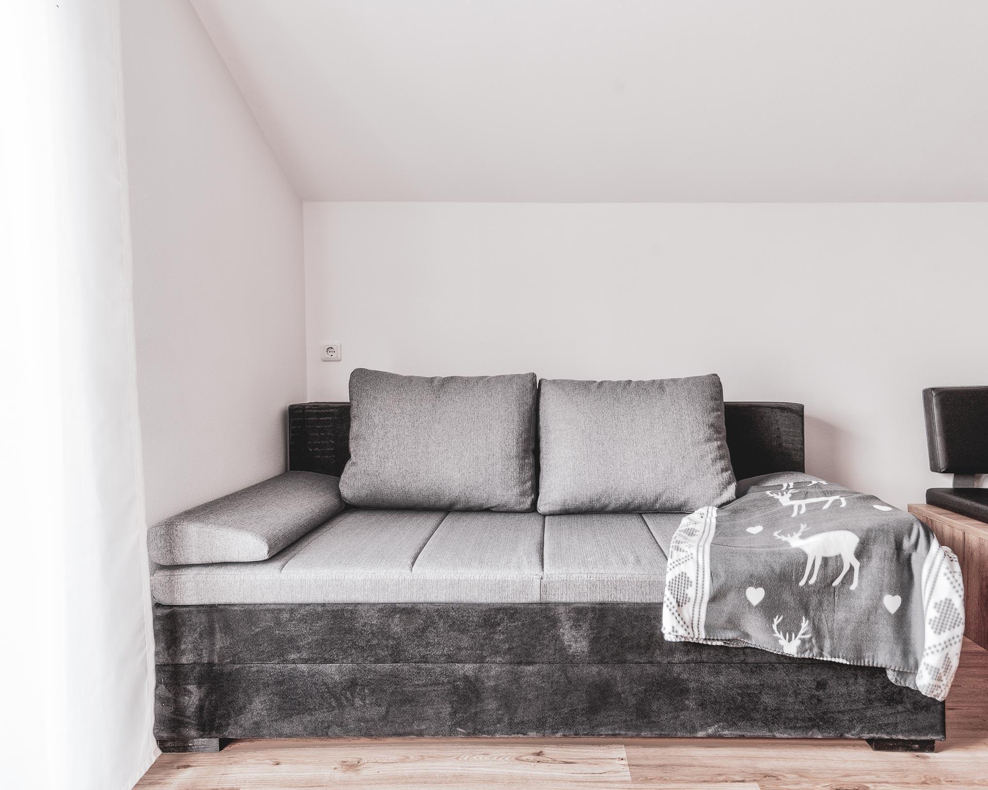 divan wohnkueche appartement ahornach pfarrwirt sand in taufers