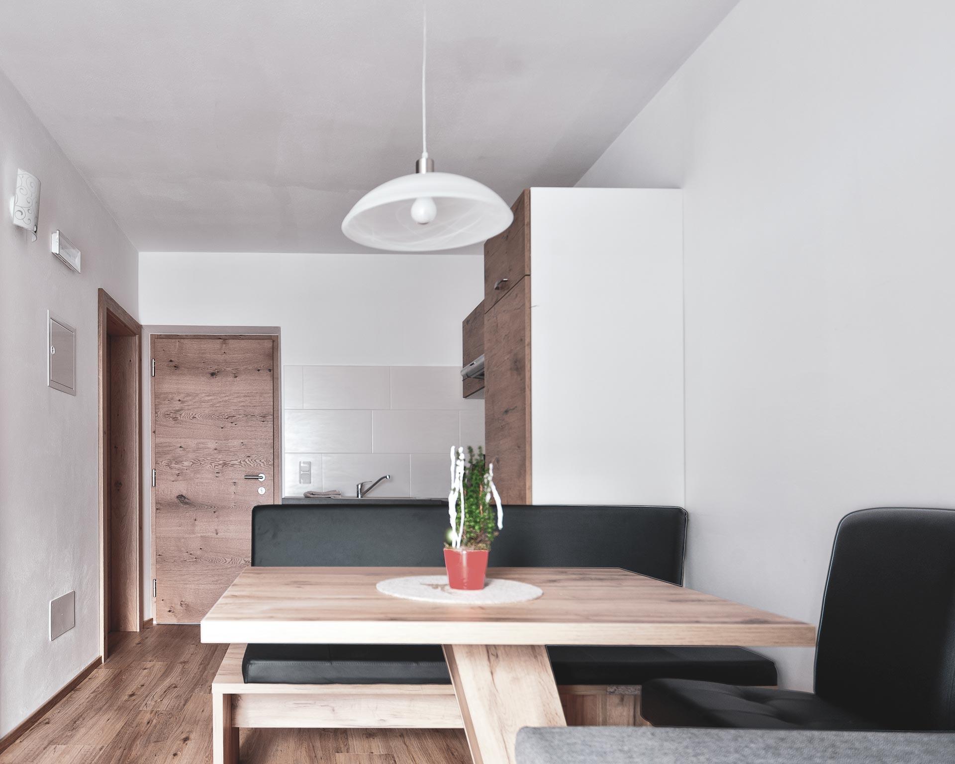 wohnkueche esstisch appartement ahornach pfarrwirt sand in taufers
