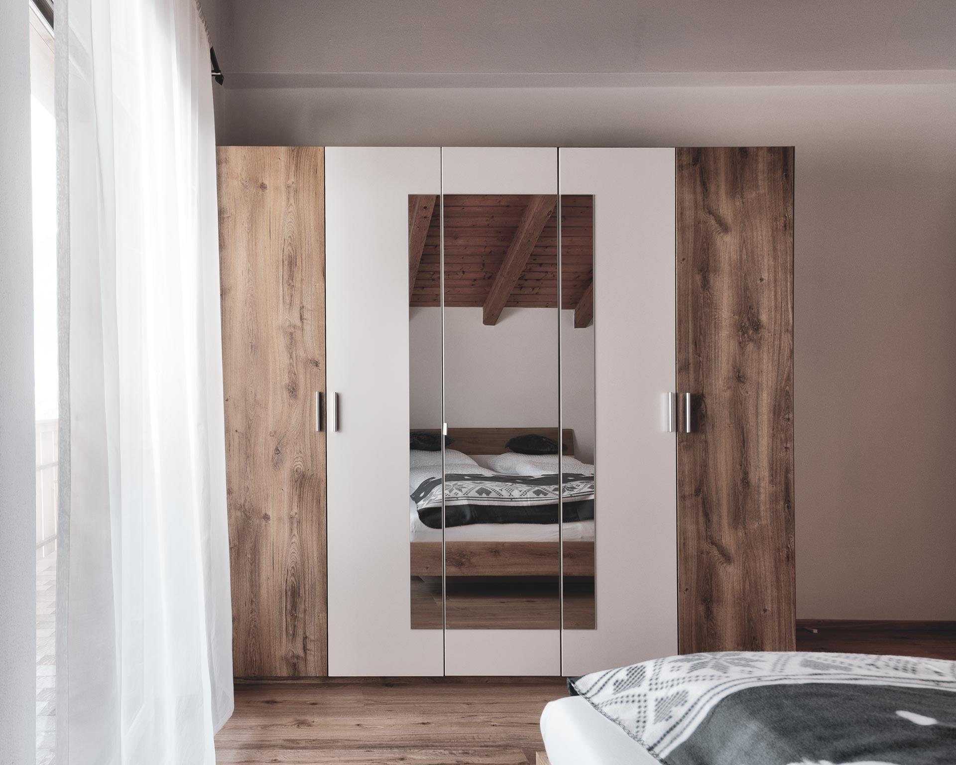 schrank schlafzimmer ahornach appartement pfarrwirt sand in taufers