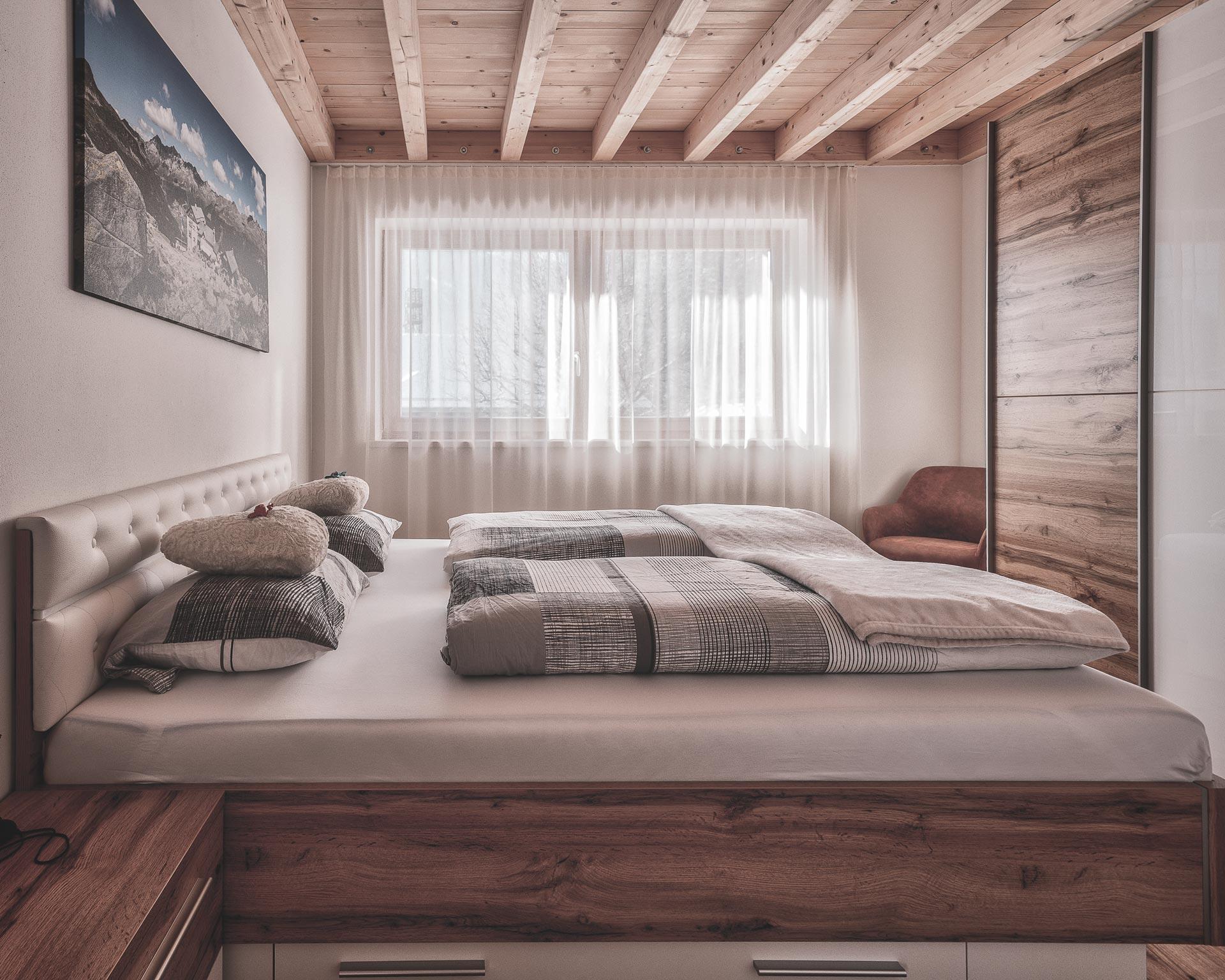 schlafzimmer betten chalet waldblick 1 pfarrwirt appartements sand in taufers